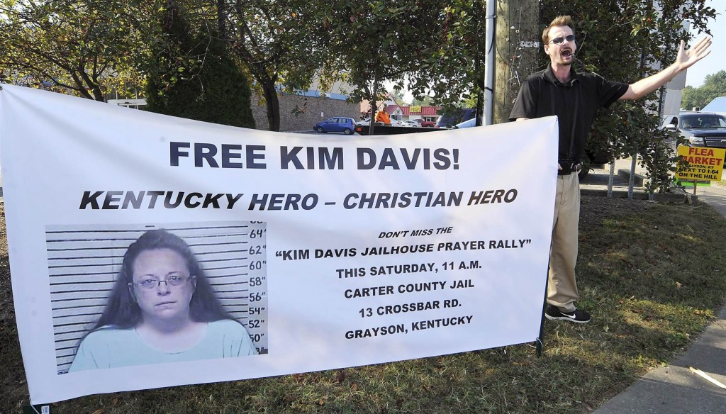 A Kim Davis supporter outside of Carter County Detention Center located in Grayson, KY. (Photo: Chris Tilley, Reuters)
