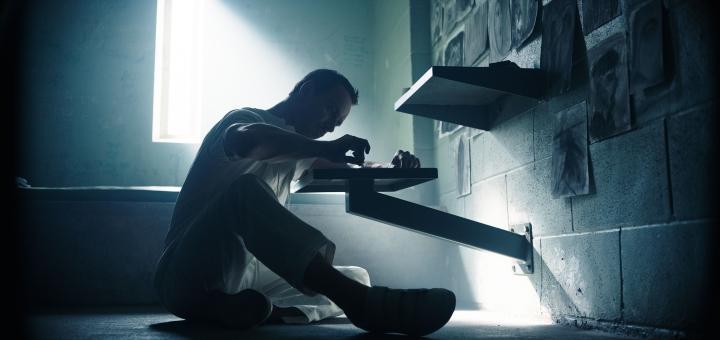 assassins-creed-movie-callum-lynch-cell